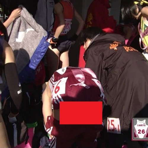 (※速報※)第27回全国高校女子駅伝で10代小娘の着替えがLIVE中継されパンツが丸映りになる事故wwwwwwwwwwwwwwwwwwwwwwwwwwww(GIFあり)