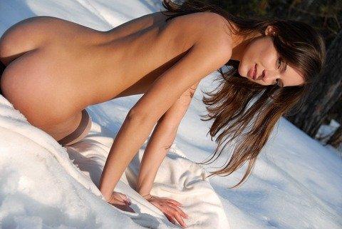 (ヘンタイ注意)雪の中でも、イケイケイケイケで裸ん坊になっちゃう露出狂ビッチ達wwwwwwwwwwwwww