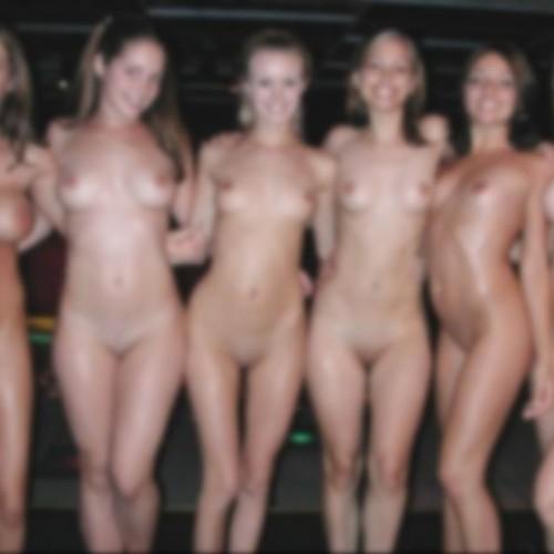 複数の女子が一緒に裸になってる写真って異常にえろいわ