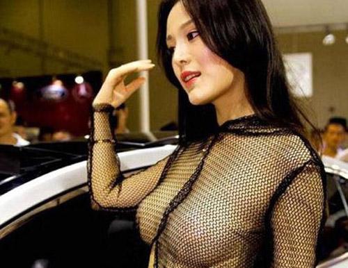 (写真)台湾のコンパニオンがえろすぎて、肝心な商品に目が行かない件・・・