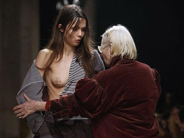 (写真あり)ファッションショーでトップモデルのB地区見えるハプニングwwwwwwwwwwwwww