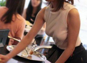 【画像】 女性カフェ店員がノーブラで出勤した結果wwwwwwwwwwwwwwwwwwwwwwwwww